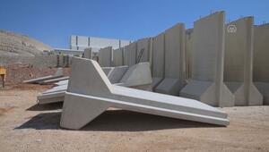 Sınır birliklerine 11 tonluk beton blok sevkiyatı -
