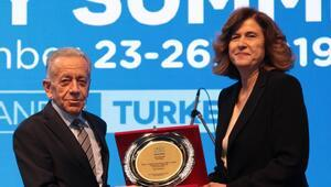 """Dünya Süt Zirvesi'nde Selçuk Yaşar'a """"Onur Ödülü"""""""