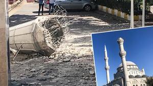 Son dakika: İstanbul Avcılarda caminin minaresi yıkıldı