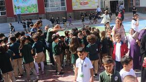 Son dakika... İstanbuldaki şiddetli deprem sonrası Yalovada eğitime ara verildi