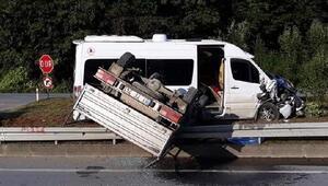 Ofta öğrenci servisi ile kamyonet çarpıştı: 2 yaralı