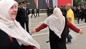 Yüzlerce asker arasında gözyaşlarıyla Alisini aradı