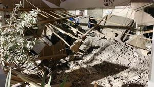 Türk vatandaşına ait kuaförün tavanı çöktü: 3 yaralı