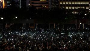 Hong Kongdaki protestolarda öğrencilere gözaltı
