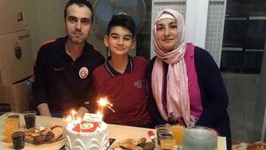 Arda Turan ve Chedjou minik taraftara sürpriz yaptı