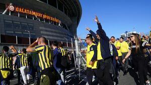 Fenerbahçeli taraftarlar Türk Telekom Stadyumunda