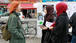Avrupa'nın 25 noktasında başörtülü kadınlara ayrımcılığa karşı sokağa çıktılar