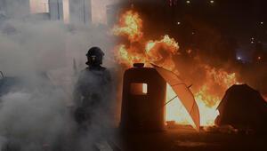 Hong Kong'da polisten göstericilere plastik mermili müdahale