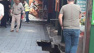 Ortaköyde korkutan görüntü Kumpircilerin olduğu yerin altından geçen kanal çöktü