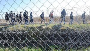 Macaristandan İtalyaya sınır koruma teklifi: Bir tek sözün yeter, hemen harekete geçebiliriz