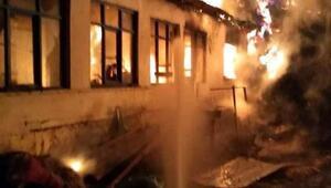 Vizede çıkan yangında ev kullanılamaz hale geldi
