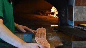 Etli ekmek nasıl yapılır Adım adım etli ekmek tarifi