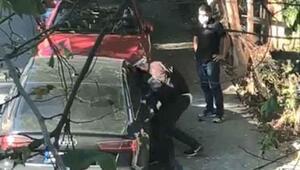 Maskeli hırsızlar, otomobilin camını kırıp çantayı çaldı