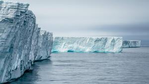 Antarktika'da korkutan görüntü: 315 milyar tonluk buz dağı koptu