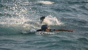 Yüzerek kaçarken yakalandı