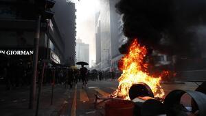Hong Kongda Çinin yıl dönümünde arbede