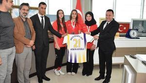 Başkan Beyoğlundan başarılı sporculara kutlama
