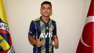 Fenerbahçeden genç futbolcuya profesyonel sözleşme