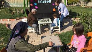 Çocuklar, Dünya Yaşlılar Gününde yaşlı çınarlarla buluştu