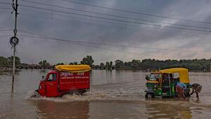 Hindistanda muson yağmurları bu yıl bin 600den fazla can aldı