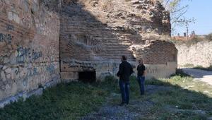 İznik'te 2 bin 500 yıllık surda çökme