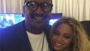 Ünlü şarkıcının babası göğüs kanserine yakalanmış