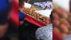 Zabıta seyyar satıcının incirlerini döktü