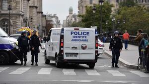 Son dakika... Pariste bıçaklı saldırı: En az 4 ölü