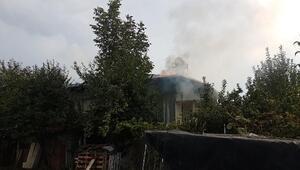 Tokatta tek katlı evin çatısı yandı