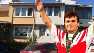 Naim Süleymanoğlunun kayıp madalyaları için evinde keşif yapıldı