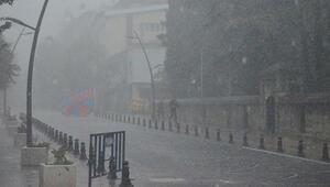 Kırklarelide beklenen yağış şiddetli başladı