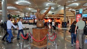Meksikalı sanatçı Jorge Marinin heykelleri İstanbul Havalimanında