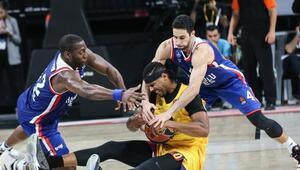 Anadolu Efes 64-74 Barcelona