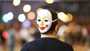 Hong Kong'da maskeye yasak