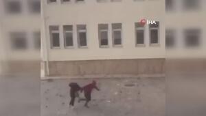Çatıdaki kiremitler öğrencilerin üzerine böyle düştü