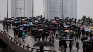 Hong Kongda maske yasağı protestoları sürüyor