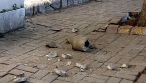 Beşiktaşta kaldırımda yürürken üzerine beton boru parçası düştü