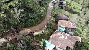 Şiddetli yağış sonrası beldedeki tüm yollar kapandı Belediye Başkanı: 52 yaşındayım böyle yağmur görmedim