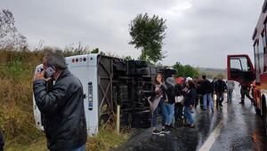 Tekirdağda servis minibüsü devrildi: Yaralılar var