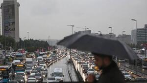 İstanbulda sağanak yağış hayatı felç etti