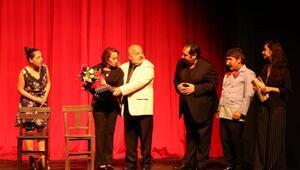 Vanda Hayat Kime Güzel tiyatro oyunu sahnelendi