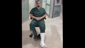 Hasta yakınlarının dövdüğü doktorun ayağı kırıldı