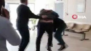 Doktor ile hasta yakını arasındaki yumruklu kavga kamerada