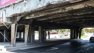 Hepsi çürümüş Unkapanı Köprüsü alt geçidinde korkutan görüntü
