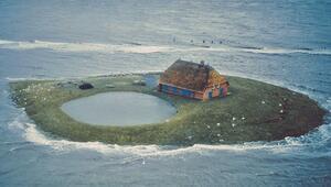 Denizin ortasında sıra dışı yaşamAna karaya 20 dakika uzaklıkta, sadece 16 kişi yaşıyor...