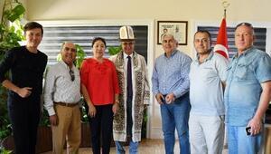 Kırgızlardan Başkan Topaloğluna ziyaret