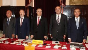 Galatasaray'da gergin divan kurulu toplantısı