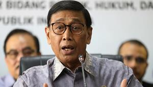 Son dakika... Endonezya Güvenlik Bakanı Wirantoya bıçaklı saldırı