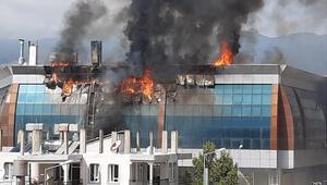 Samandağda iş yerlerinin bulunduğu binada yangın