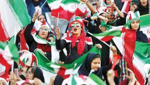 İranlı kadınlar stadyumda